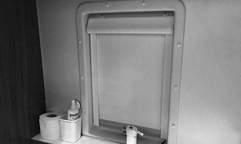 Weinsberg CaraBus 601 MQH Ausstellfenster Toilettenraum Rollo