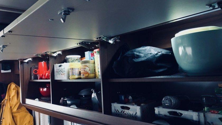 led schrankbeleuchtung mit integriertem akku camping family. Black Bedroom Furniture Sets. Home Design Ideas