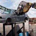 Abgewrackt und exportiert: Das große Geschäft mit alten Autos